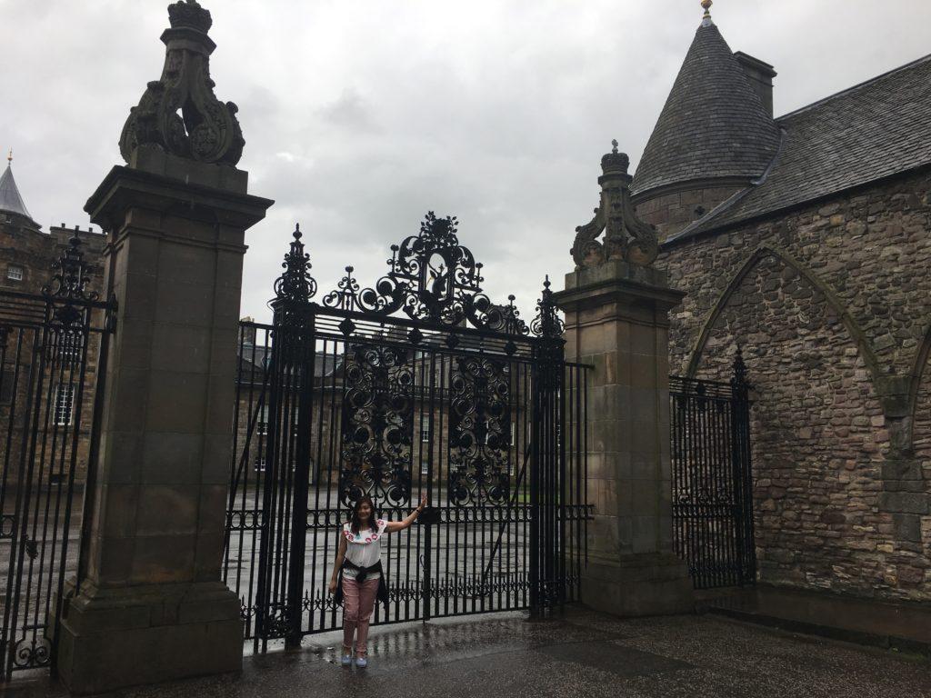 holyroodhouse palace edinburgh